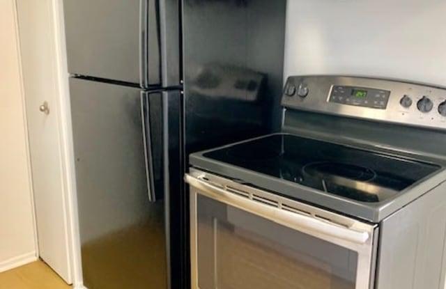 Metropolitan Lafayette Apartments - 201 North Lafayette Avenue, Royal Oak, MI 48067