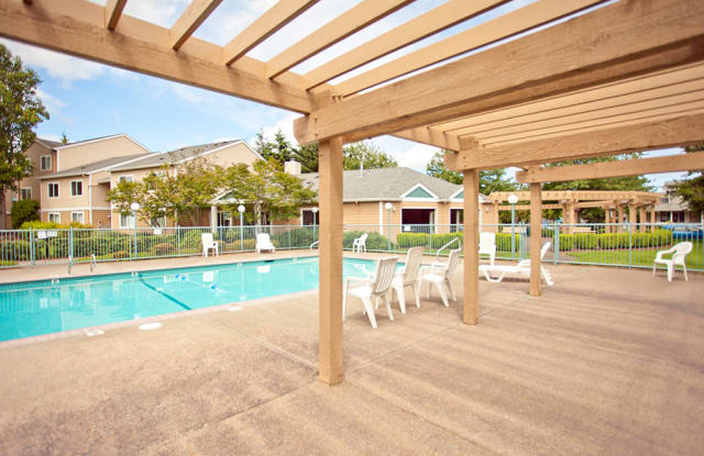 McKenzie Meadow Apartments - 715 Oakdale Ave, Springfield, OR 97477