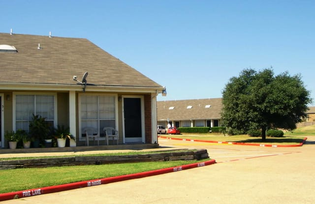 Parkwood Square Estates - 4019 Park Square Dr, Arlington, TX 76013