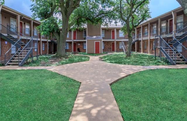 Las Plazas Apartments - 3940 S Shaver St, Houston, TX 77034