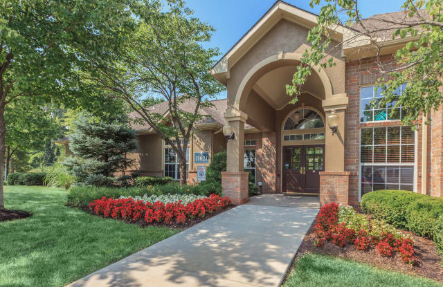 Crowne Chase - 11621 West 118th Terrace, Overland Park, KS 66210