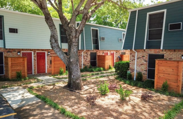 Diamond Villa Townhomes - 509 North Elm Street, Arlington, TX 76011