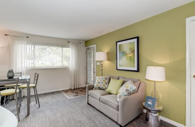 Barclay Square Apartments - 2077 Woodbourne Ave, Baltimore, MD 21239