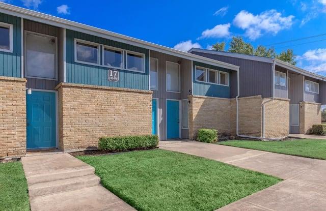 Brooks Townhomes - 7200 S Presa St, San Antonio, TX 78223