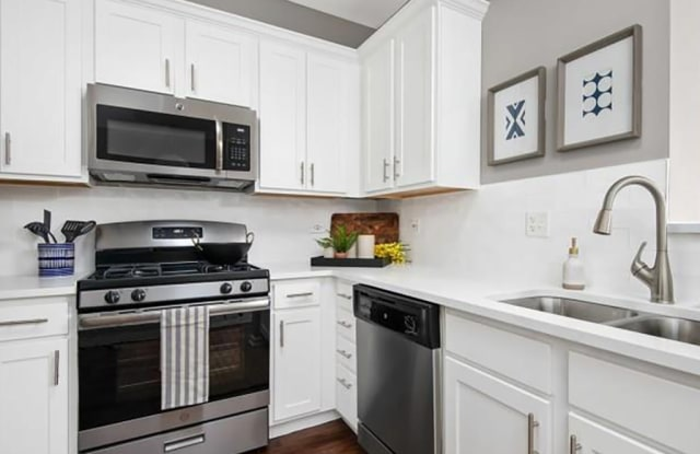 Thornberry Woods Apartment Homes - 7501 Gladstone Dr, Naperville, IL 60565