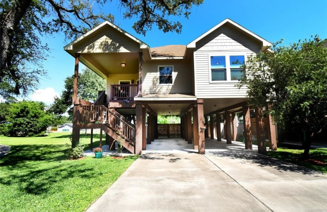 1013 Bryan Avenue - 1013 Bryan Ave, Seabrook, TX 77586
