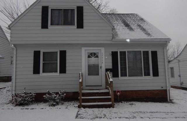 17914 McCracken Road - 17914 Mccracken Road, Maple Heights, OH 44137