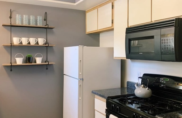 Lincoln Park Apartments - 1261 Ryan Ln, Corona, CA 92882