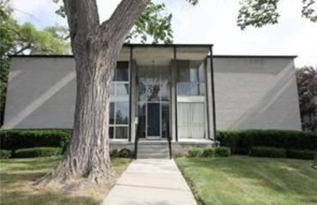 Carleton House Condominium - 4030 West 13 Mile Road, Royal Oak, MI 48073