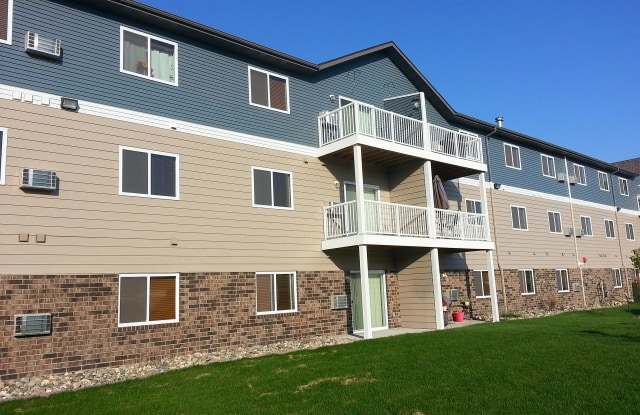 Wolf Creek - 5200 44th Ave S, Fargo, ND 58104