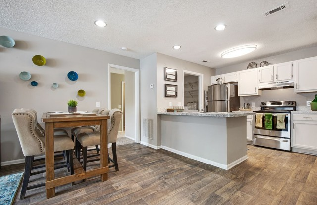 Caledon Apartments - 100 Caledon Ct, Greenville, SC 29615
