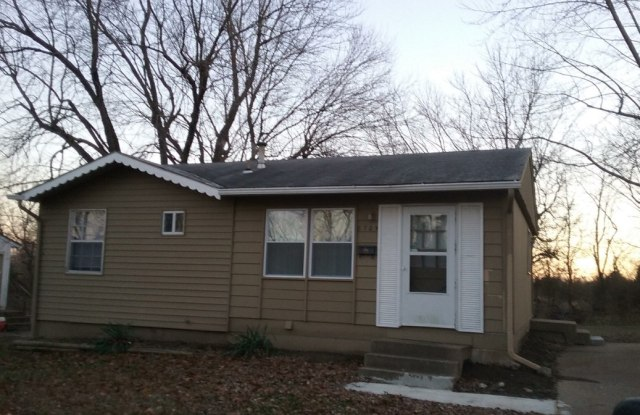8705 E 97th Ter - 8705 East 97th Terrace, Kansas City, MO 64134