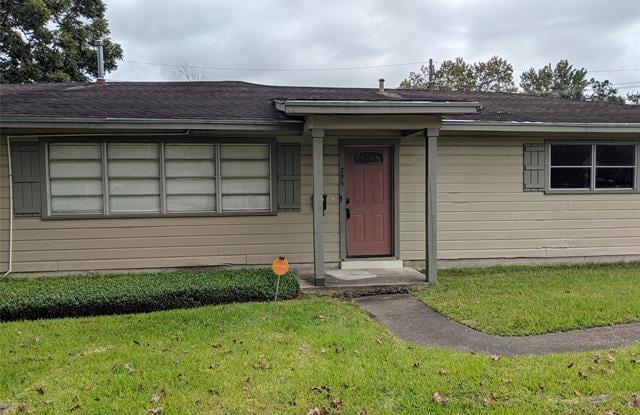 295 E Caldwood Drive - 295 East Caldwood Drive, Beaumont, TX 77707