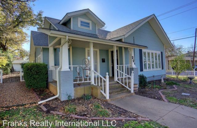 221 W Pearl - 221 West Pearl Street, Granbury, TX 76048