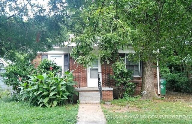 3017 Sandlewood Rd - 3017 Sandlewood Road, Charlotte, NC 28205