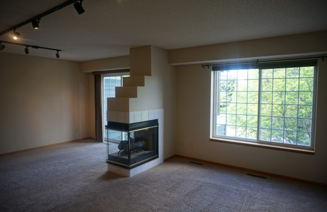 15665 24th Ave N Unit B - 15665 24th Avenue North, Plymouth, MN 55447