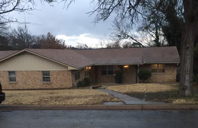 407 North Carl Street - 407 North Carl Street, Sherman, TX 75092