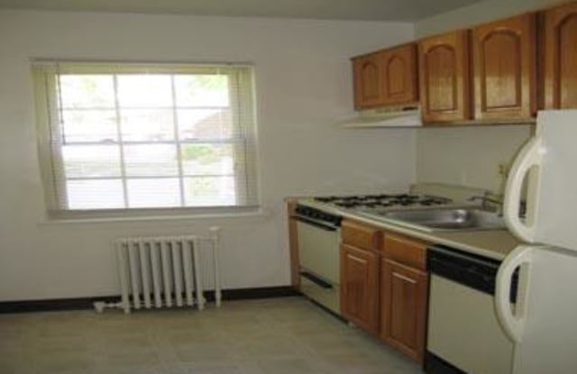 Palisades Gardens Apartments - 1452 Center Ave, Fort Lee, NJ 07024