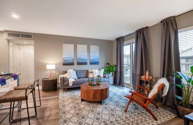 Hunters Glen Apartments - 1109 Hunters Glen Dr, Plainsboro Center, NJ 08536