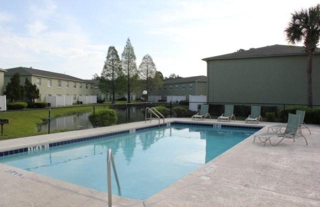 Townsgate Apartments - 1211 Goldfinch Dr, Plant City, FL 33563