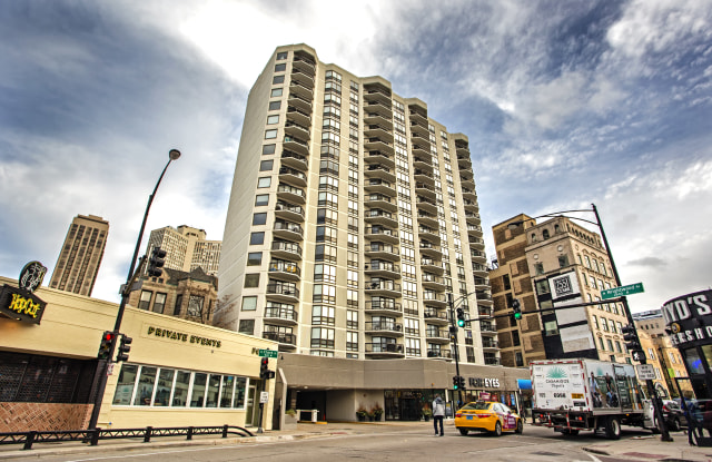 2555 North Clark Apartments - 2555 N Clark St, Chicago, IL 60614