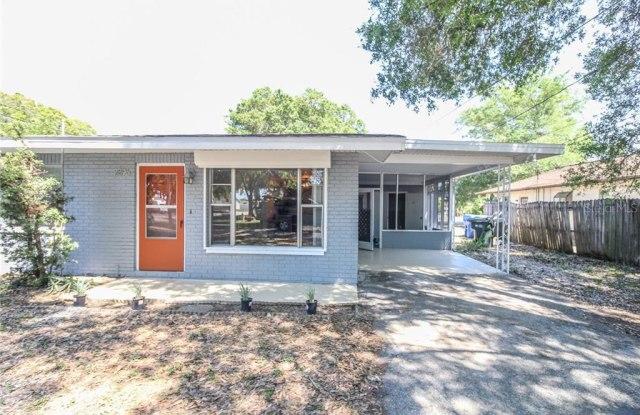 2896 MEADOW LAKE AVENUE - 2896 Meadow Lake Avenue, Largo, FL 33771
