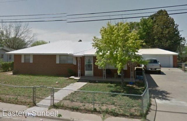 213 West 14th Street - 213 West 14th Street, Portales, NM 88130