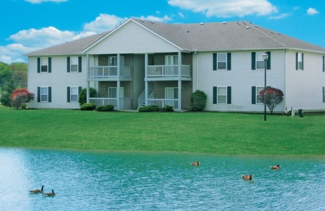 Stratford Lakes - 6611 Seahurst Dr, Canal Winchester, OH 43110