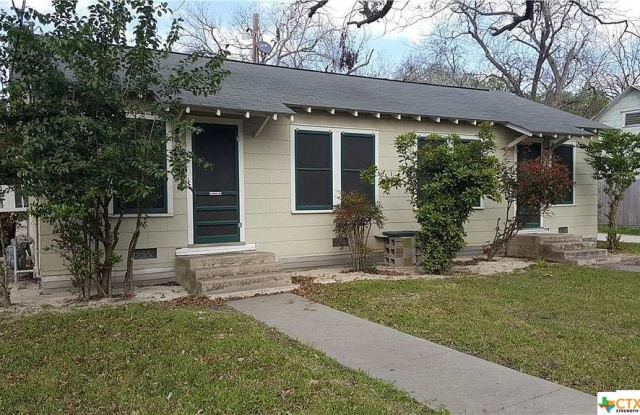 475 S Guenther - 475 South Guenther Avenue, New Braunfels, TX 78130