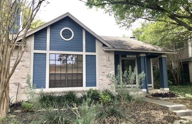 13615 CHAPEL OAKS - 13615 Chapel Oaks, San Antonio, TX 78231