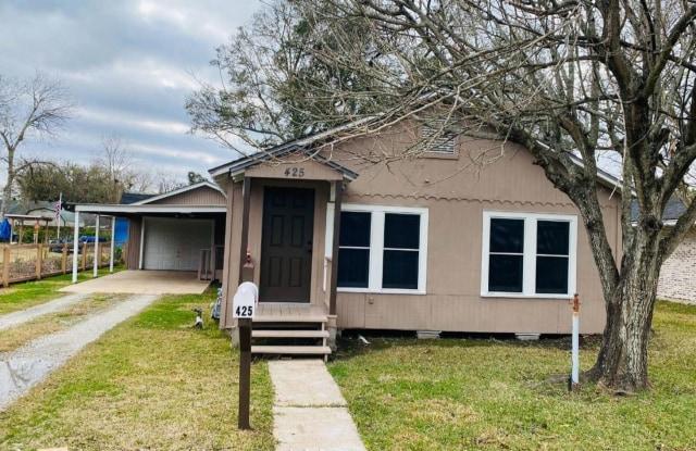 425 Avenue E - 425 Avenue E, Port Neches, TX 77651