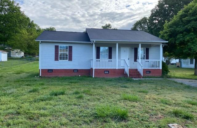 205 Putnam St - 205 Putnam Street, Cherryville, NC 28021