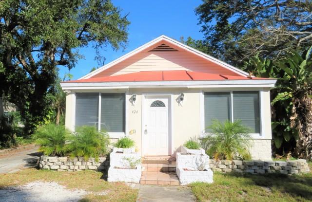424 Wildwood Way - 424 Wildwood Way, Belleair, FL 33756