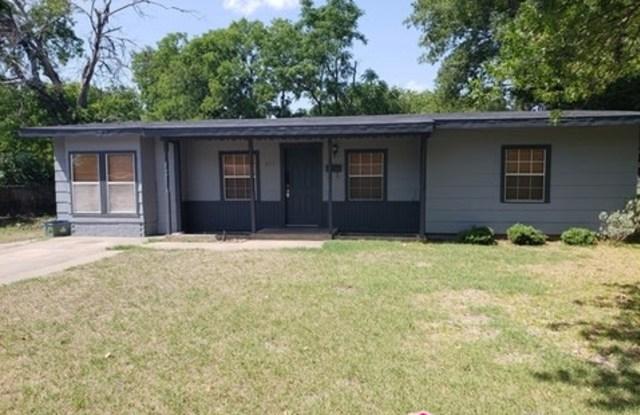 211 West Cherry Street - 211 West Cherry Street, Duncanville, TX 75116