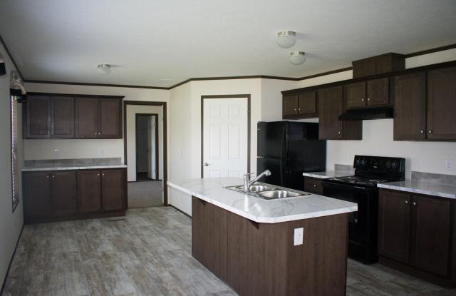 Elm Estates - 2602 University Ave, Williston, ND 58801