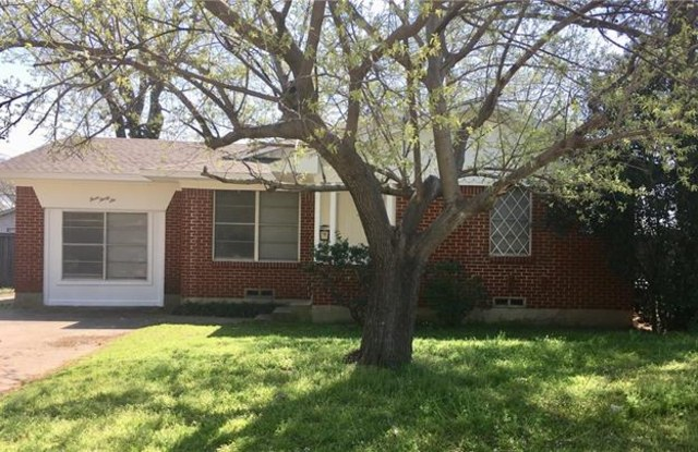 336 Parkwood Place - 336 Parkwood Place, Lewisville, TX 75067