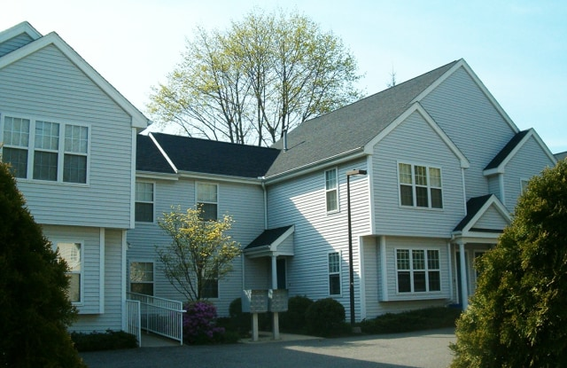 Spinnaker Chase Apartments - 68-70 W Main St, Milford city, CT 06460
