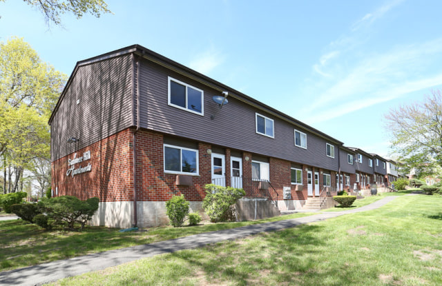 Summer Hill Apartments - 288 Woodbury Cir, Middletown, CT 06457