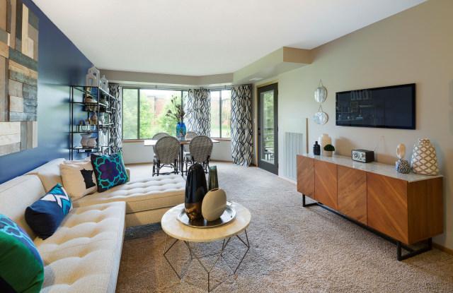 The Burlington Apartments - 1180 Cushing Cir, St. Paul, MN 55108
