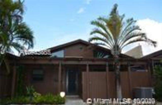 11316 SW 114th Cir Ter - 11316 Southwest 114th Circle Terrace, Kendall, FL 33176