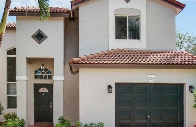 424 Lakeside Cir - 424 Lakeside Circle, Sunrise, FL 33326