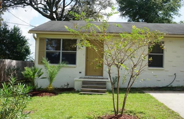 201 Marquette Avenue Unit #2 - 201 Marquette Street, Niceville, FL 32578