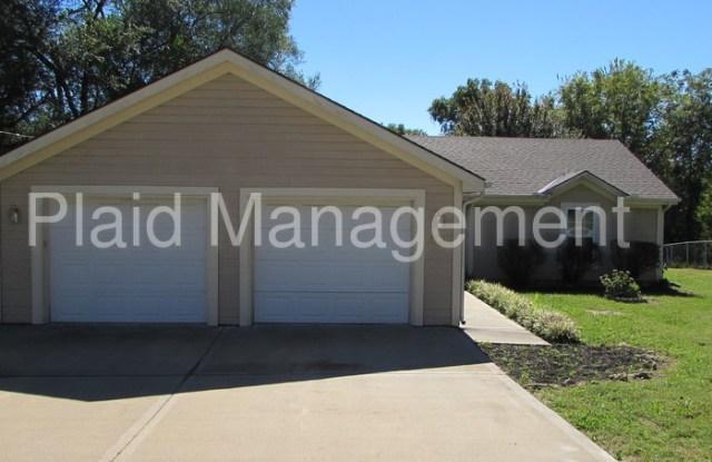 7303 Oak Street - 7303 Oak St, Pleasant Valley, MO 64068