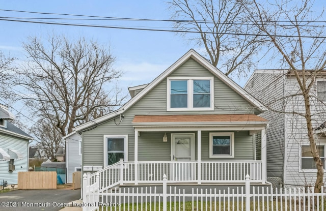 710 Monmouth Parkway - 710 Monmouth Parkway, North Middletown, NJ 07748