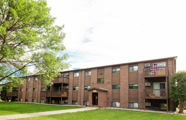 Maplewood Bend Community - 2211 11th Ave S, Fargo, ND 58103