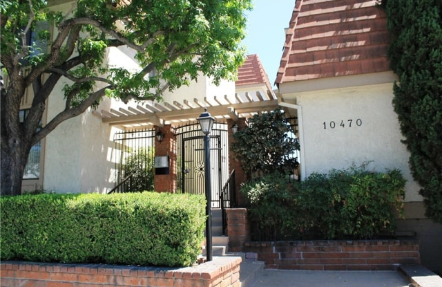 10470 Riverside Drive - 10470 Riverside Drive, Los Angeles, CA 91602