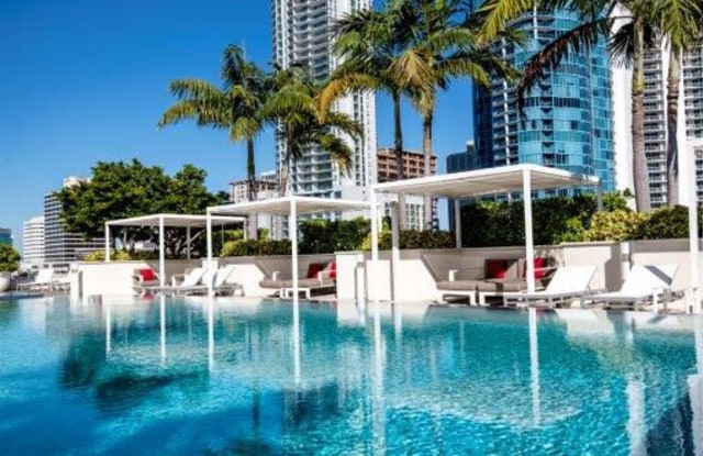New River Yacht Club - 400 SW 1st Ave, Fort Lauderdale, FL 33301