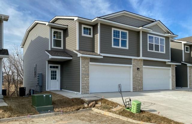 Waterford Creek Townhomes - 5424 154th Ct, Urbandale, IA 50323
