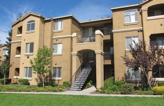 Pinnacle at Galleria Luxury Apartments - 1100 Roseville Pkwy, Roseville, CA 95678