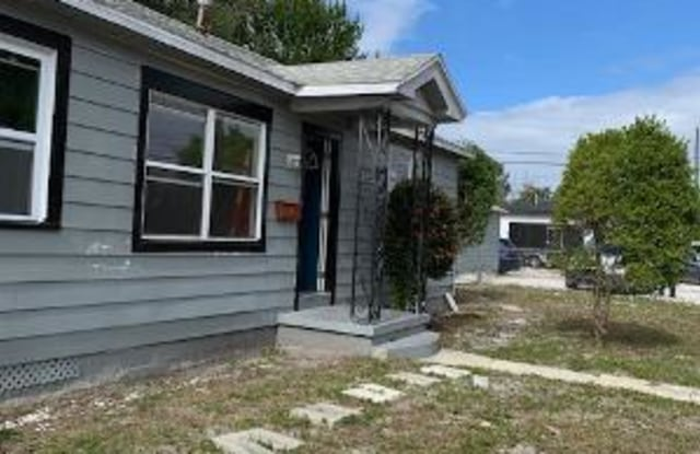 4001 2nd Ave S - 4001 2nd Avenue South, St. Petersburg, FL 33711